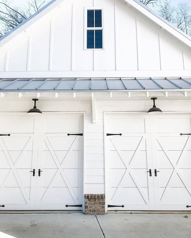Farmhouse Garage Garage Door Design Garage Exterior Carriage House Garage