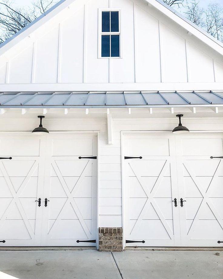 Farmhouse Garage Garage Door Design Garage Exterior Carriage