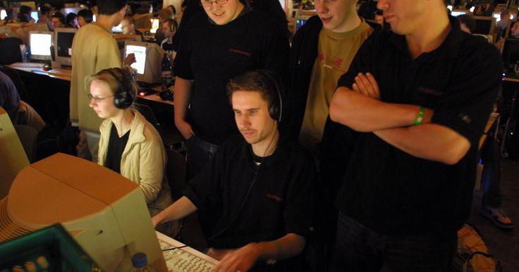 """Como habilitar barras de HP no """"DotA"""". """"Defense of the Ancients"""", ou """"DotA"""", é um cenário personalizado para o jogo """"Warcraft III: Reign of Chaos"""", da Blizzard, e suas expansões subsequentes. Com o patch 1.22, a Blizzard adicionou a capacidade de ativar barras de vida que mostram seus """"hit points"""" (pontos de dano), ou HP. Como a maioria dos jogos de estratégia em tempo real, o número ..."""