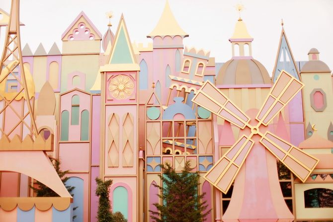 Disneyland Paris....love all the pastel :)