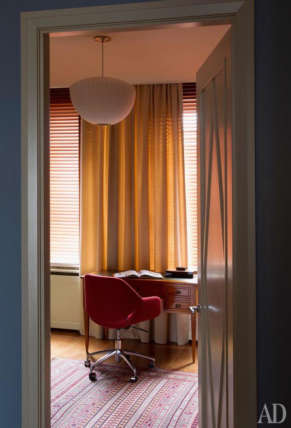 Интерьер 60-х годов: мебель и аксессуары в квартире по дизайну Надежды и Георгия Ананьевых | AD Magazine