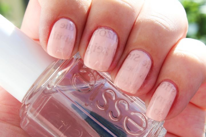 Newspaper-Nails auf OPI sweet heart