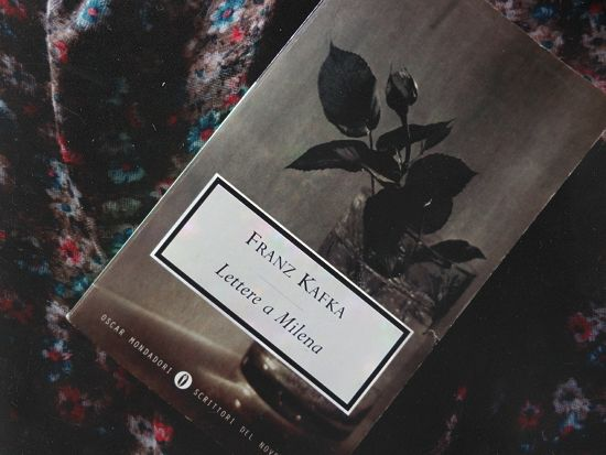 «E forse non è vero amore se dico che tu sei la cosa più cara per me; amore è il fatto che tu sei per me il coltello col quale frugo dentro me stesso».  Franz Kafka, Lettere a Milena