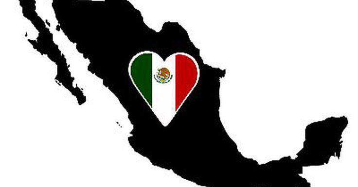 La historia del gobierno mexicano. México está inmerso en un pasado violento y sangriento. Español Cortés llegó a México en 1519 en busca de oro. Él conquistó a los aztecas. Napoleón conquistó España y colocó a su hermano en el poder en 1808, que sentó las bases para la independencia mexicana. México comenzó su búsqueda de autonomía cuando Miguel de Hidalgo encabezó una ...