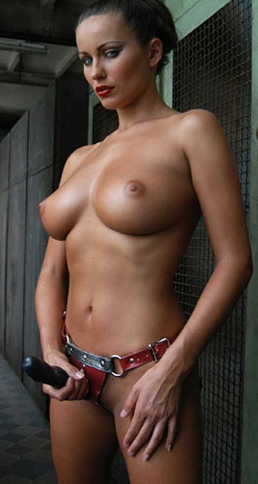 Ho masturbate with butt pluggs