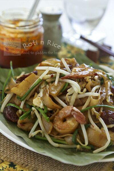 The ever popular Malaysian Char Koay Teow or stir fried rice strips with shrimps, Chinese sausage, bean sprouts, and chives with step-by-step instructions. #malaysianfood #friednoodles