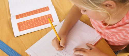 Chaque soir, la plupart des enfants franchissent le seuil de la maison chargés de leçons à apprendre et de devoirs à faire… Quand et comment s'y mettre ?
