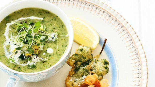 Tahle polévka je příjemně lehká a to, že její příprava je velmi rychlá, také není k zahození.
