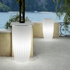 Vaso luce per interni Valentino. Vaso leggero, versatile e pratico. Ideale per dare un tocco di luce alle vostre piante, abitazioni e ad angoli interni.