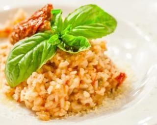 Risotto aux tomates séchées : http://www.fourchette-et-bikini.fr/recettes/recettes-minceur/risotto-aux-tomates-sechees.html