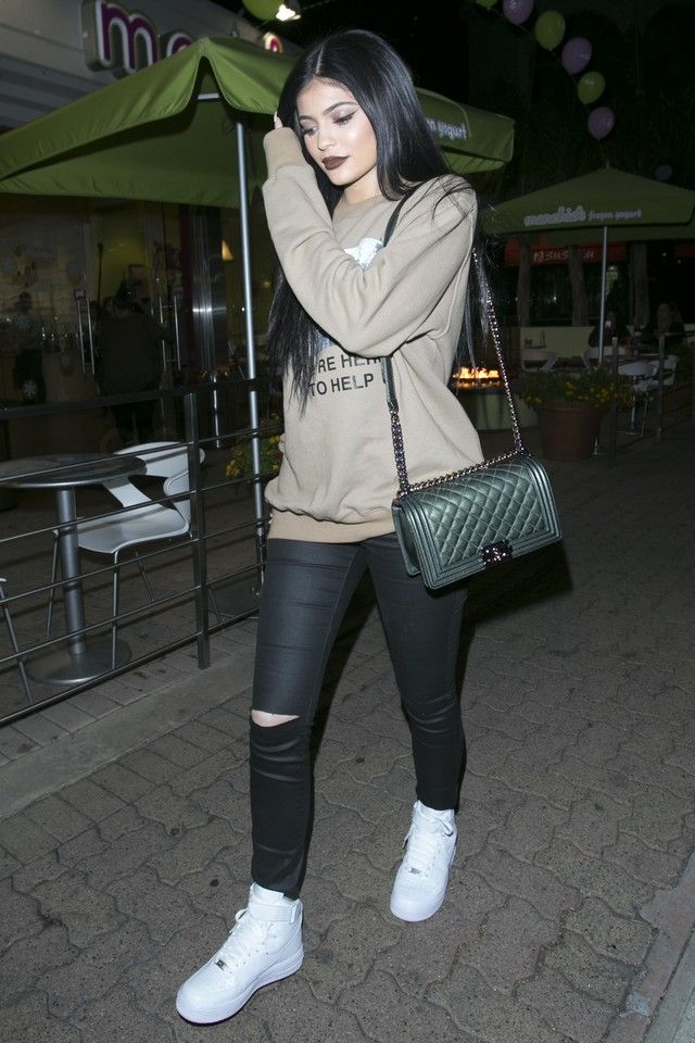 kylie jenner  leaves menchies frozen yogurt on  ripped
