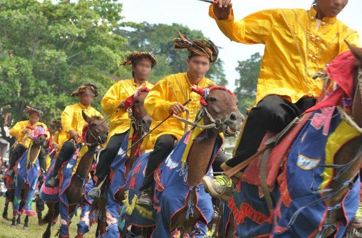 Le Bajau - Le défilé du Bajau lors une fête traditionnelle