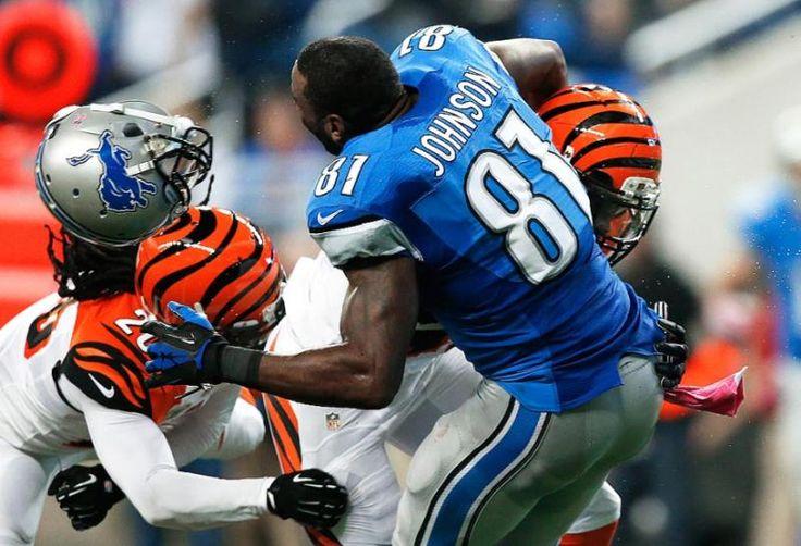 Detroit Lions wide receiver Calvin Johnson (81) loses his
