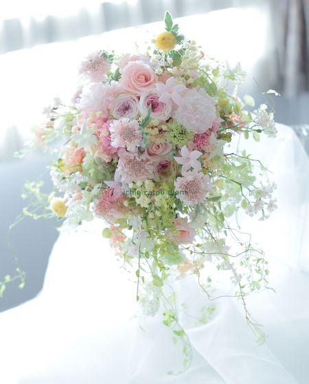 シャワーブーケ プリザーブドフラワーで ふんわりミックスカラー 東京堂さん展示4の画像:一会 ウエディングの花