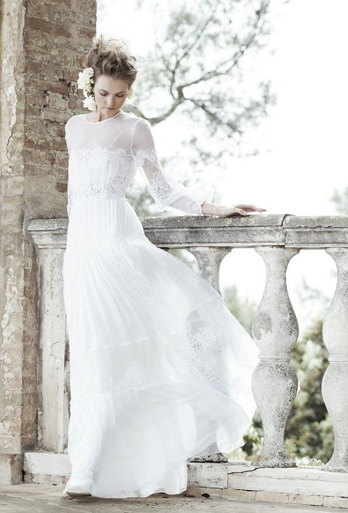 http://www.vogue.fr/mariage/interview/diaporama/les-inspirations-mariage-dalberta-ferretti/20638/carrousel#les-inspirations-mariage-dalberta-ferretti-2Les inspirations mariage d'Alberta Ferretti 2