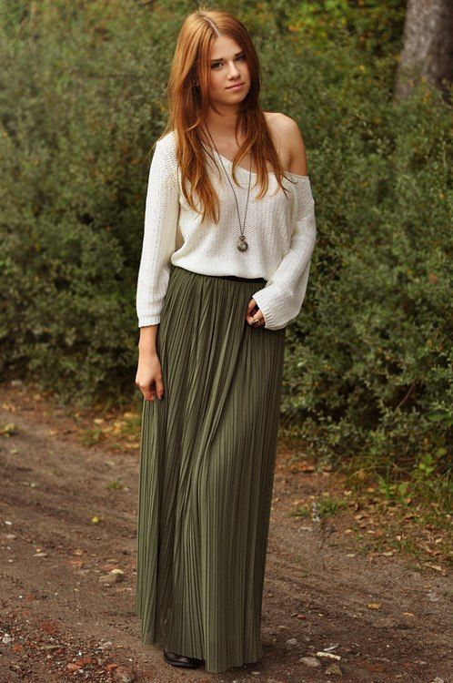 long pleated skirts can be hard to wear but this is a great look