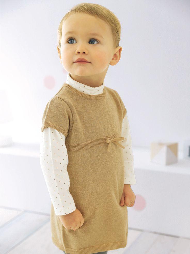 Robe tricot bébé fille sable irise - Sur un legging ou une jolie paire de collants, la robe tricot est l'astuce girly d'une tenue ultra-confort.   Collection Automne-Hiver 2016 - www.vertbaudet.fr