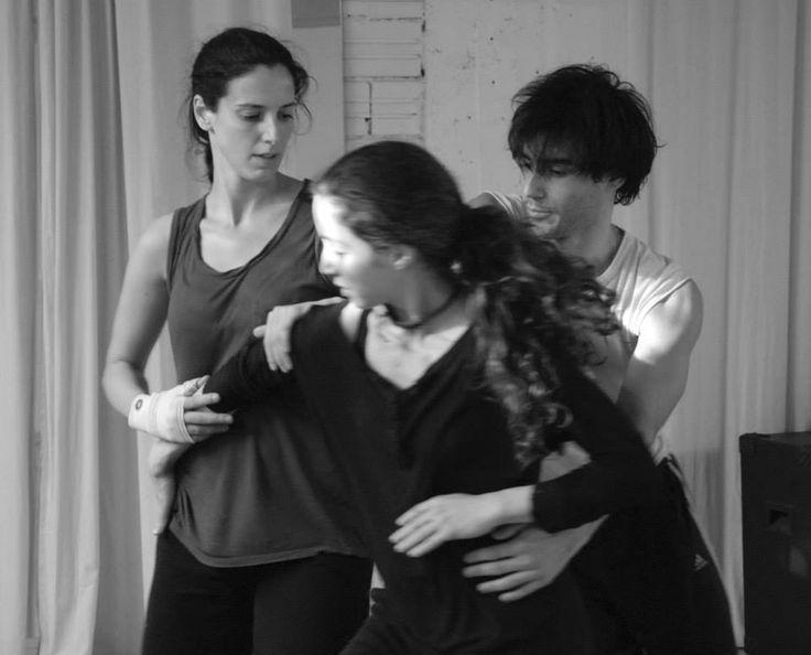 Hands/Χέρια στο Θέατρο OLVIO: Τρεις χορευτές και έξι μουσικοί επί σκηνής, συνομιλούν, αφηγούνται, διεκδικούν | iefimerida.gr