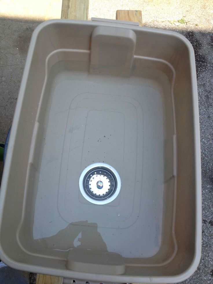 Make camping sink with drain out of ordinary plastic tub