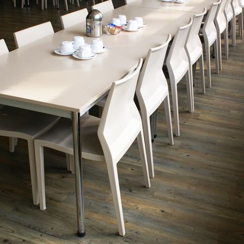 Find out why the #Hoth Centurion by IBEBI Design is the #Indestructiblechair and perfect for any dining establishment http://blog.ibebi.com/chairs/find-right-chair-dining-establishment/