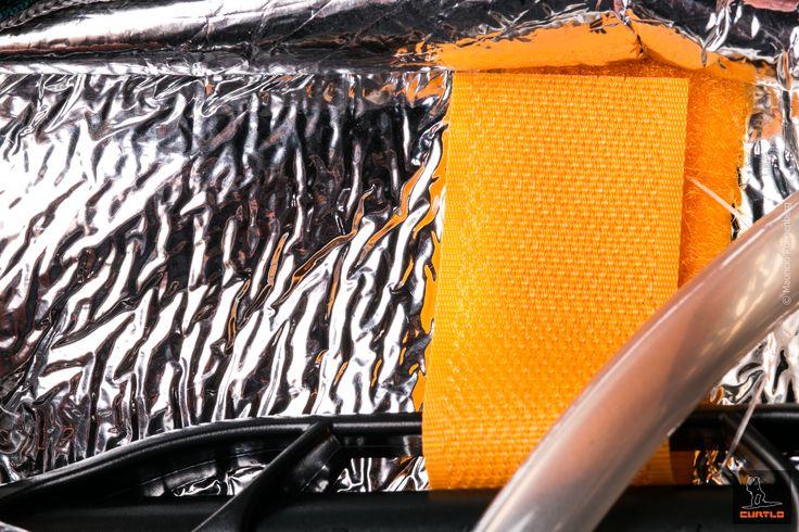 Thermo Series é a família de mochilas de hidratação que possuem revestimento interno com manta térmica, que mantém a temperatura inicial do liquido por mais tempo.   Características da manta:   •Fabricada em polietileno expandido com poliéster aluminizado; •Isola o calor no verão e mantém a temperatura inicial por até duas horas; •Mantem o calor no inverno; •Impermeável, leve e flexível; •Não prolifera fungos ou bactérias.