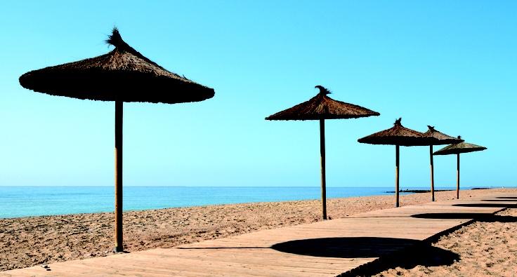 PLAYA MASBÓ / Moncofa - La riqueza en yodo de esta playa, de aguas densas y saladas, la hace especialmente destacable para el cuidado de la piel. Se puede acceder a toda el área de la playa a través de un paseo situado al nivel de la arena.