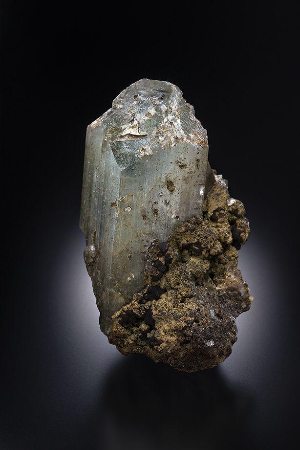 Topaz - Takatori mine, Shirosato-machi, Higashi-Ibaraki-gun, Ibaraki Prefecture, Kanto Region, Honshu Island, Japan Size: 47 x 29 x 25 mm