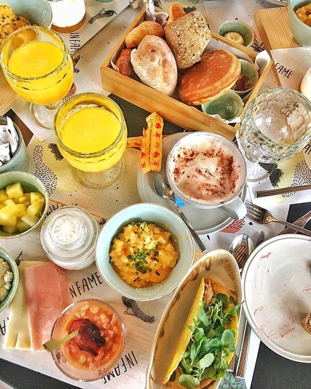 When in doubt. Brunch.  Tried the family brunch (2 adults  1 child) at @restauranteinfame and it was a pleasant experience in all senses. Great friendly attentive service cool modern decor and a really curated choice of breakfast delicacies in perfect quantities flavor and presentation. Fare price tag (the family brunch is a good deal). And oh and this is not a #promo.  #brunch #lisbonbrunch #brunchtesting #oinfame #sundaybrunch #familytime #lisbontips #baapproved #BeautyAirlines