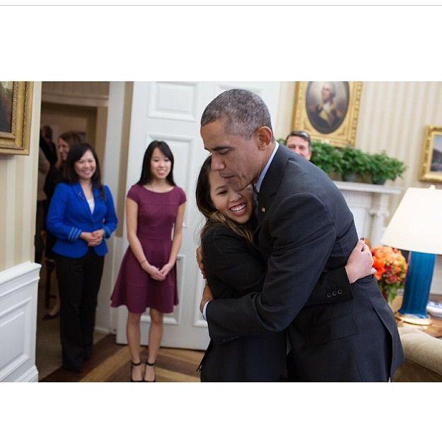 Obama hugging ebola survivor Michelle Pham
