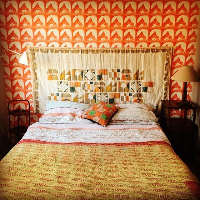 #wallpaperwednesday #wallpaper #commonroom #bedroom #bed #colours #interiors #pattern