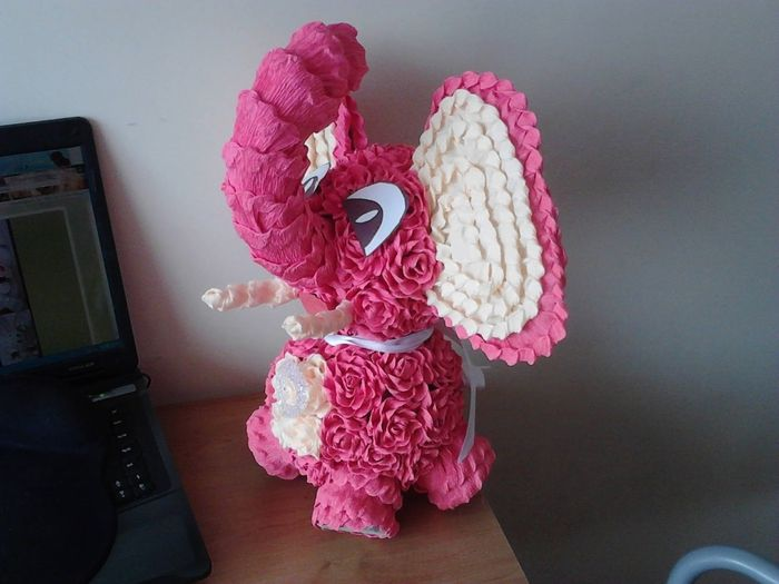 Розовый слон из розочек. Мастер-класс (21) (700x525, 236Kb)