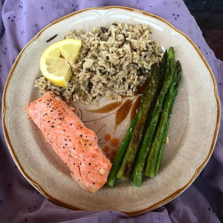 Lunch is the usual.. Salmon with asparagus and garlic whole wheat rice & wild rice. Baked the salmon and asparagus together for 14 mins at 425. My all time favorite meal and so easy to make😋 _______________________________________________________ #lunch #eat #healthy #eatclean #cleaneating #nutrition #food #foodie #yum #gymtime #healthyfood #wholefoods #salmon #protein #fit #fitfam #health #lifestyle #gains #muscle #paleo #diet #foodforthought #fitness #cooking #goodeats #veggies