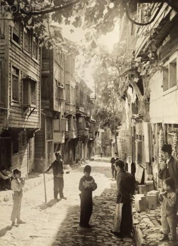 1918 İstanbul sokaklarından bir kare.: