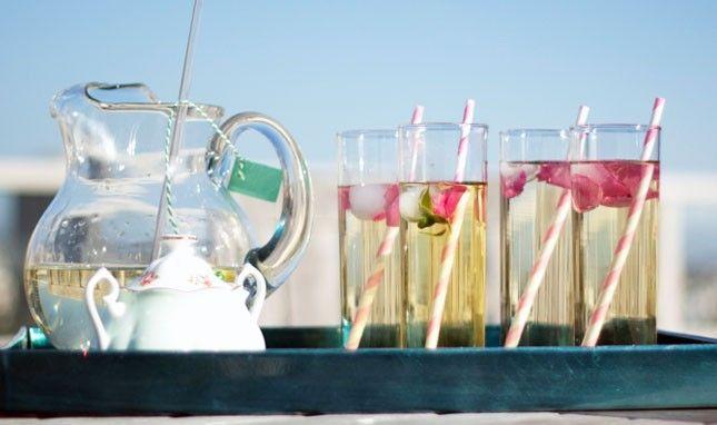 It's a Tea Par-DIY! Make Refreshing Flower Sun Tea with Flower Ice Cubes