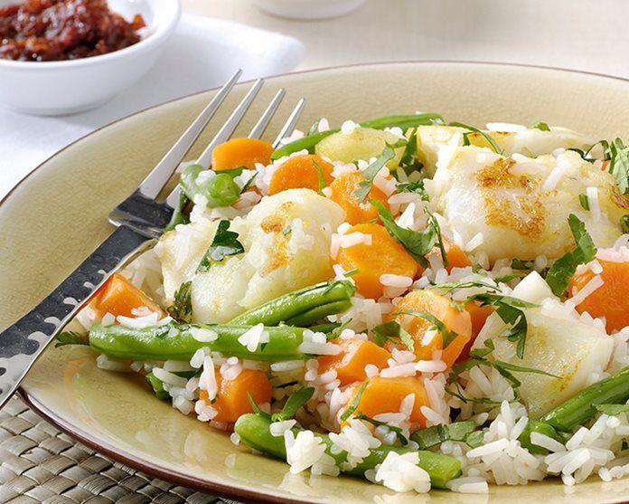 Kruidige rijst met vis, wortel en sperziebonen recept
