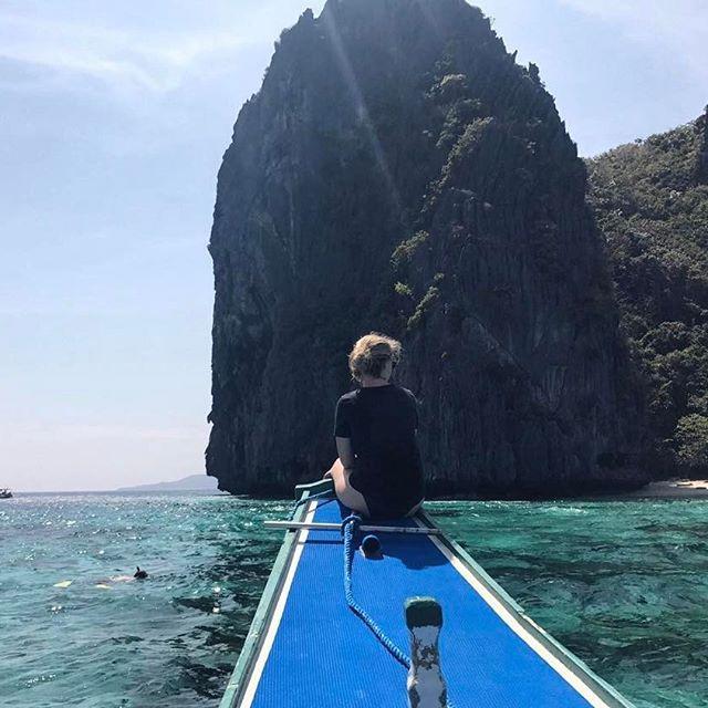 Hello les filles ! Comme Cindy vous l'a dis, je suis bien arrivée à El Nido et c'est déjà notre dernier jour car demain nous partons sur l'île de Coron 🏝 On en a profité pour faire une escursion dans les lagons en canoé, c'etait canon ! 🛶☀️ Je vous souhaites une belle journée, moi je vais au lit hihi bisous ! Cathy #elnido #philippines