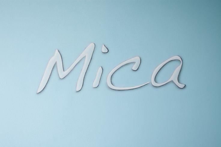 Mica, naamschildering