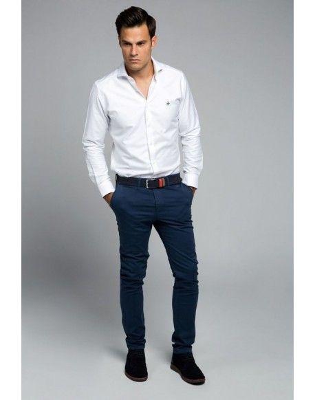 7e3b199c219a0 Valecuatro pantalón chino slim azul. Valecuatro pantalón de algodón tipo  chino color azul marino.