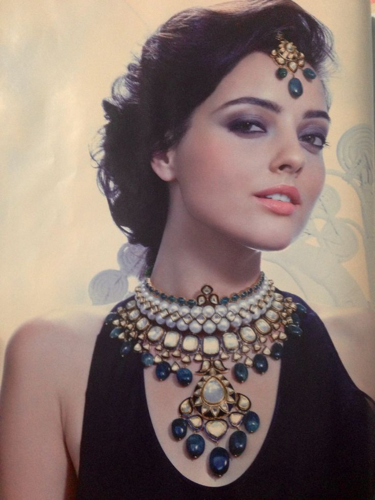 Gorgeous bridal jewelry for Indian bride - loved & pinned by www.omved.com