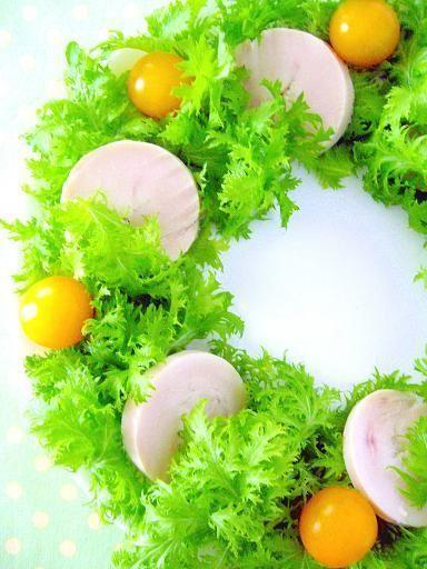 わさび菜のアレンジレシピ☆色合いが素敵♡鶏ハムとわさび菜の華やかリースサラダ♪