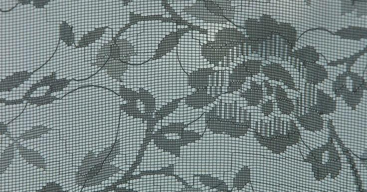 Insetos que se escondem em sofás. Vários tipos de insetos podem se proliferar em qualquer ambiente de uma casa, alojando-se em camas, tapetes e sofás. O sofá pode se tornar o viveiro de dois insetos específicos, ambos parasitas e hematófagos. Eles podem se instalar em sofás de tecido ou de couro, embora estes últimos sejam mais difíceis de serem infestados, porque a sua superfície ...