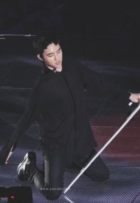 D.O cane dance - Exquisite fuck face.. it seems so effortless for him to be sexy like this..