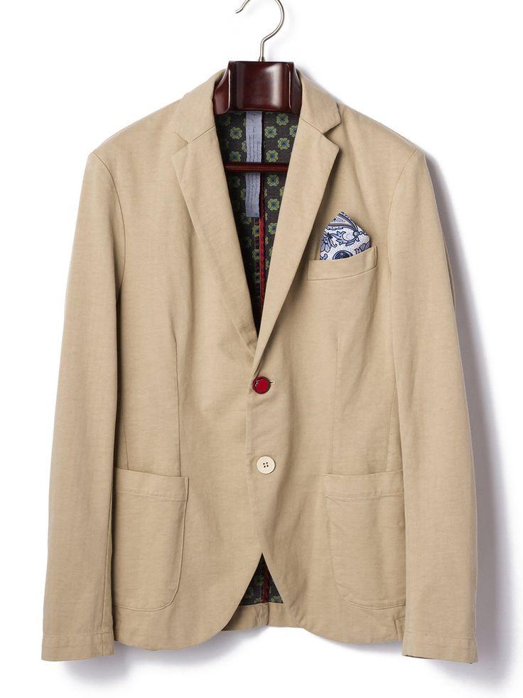 「MASON'S(メイソンズ)」は1974年にFOSTER社のオーナーであるマルディーニ氏が、コロンビア軍の古く擦切れた軍服に使用されていた素材にインスパイアされ、その素材を使用したミリタリートータルとして「MASON'S」ブランドがスタートしました。絶えず最高品質の素材を使って、革新的なアイテムを製造することは、その起源のスピリットを今も受けついでいるからです。こちらのセールでは、その他にも注目ブランドをピックアップしています。