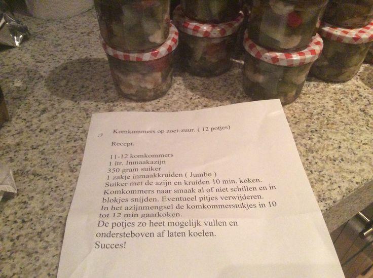 Ingemaakte komkommer, paprika en bloemkool