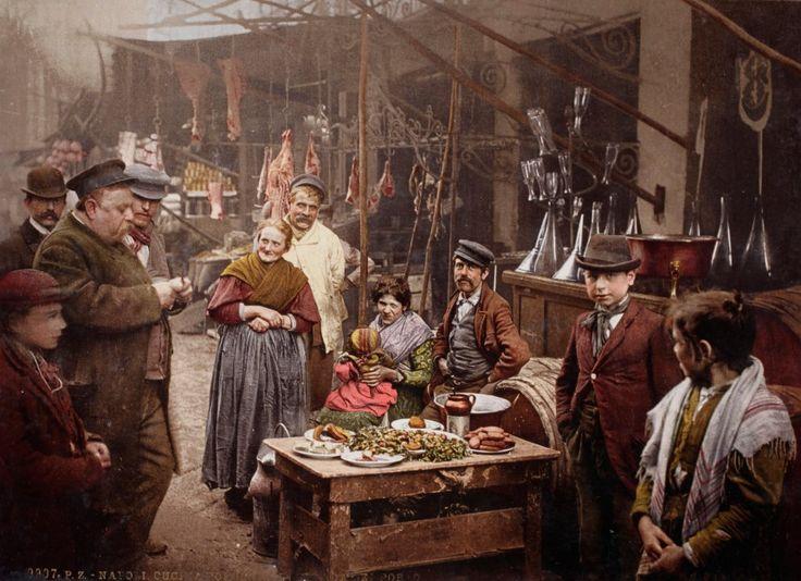 Φαγητό στο δρόμο στην Strada del Porto στη Νάπολη. Ιταλία 1899