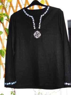 Cămașă brodată cu motiv dacic neagră/ Shirt embroidered with Dacian model - black