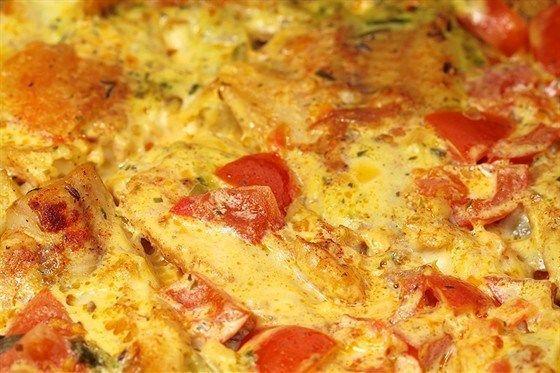 Рыбное филе, запеченное со сметаной и помидорами