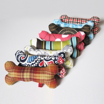 stylish squeaky toys.. I would make a ton of these for my pup if I thought they would last more than 2 minutes!