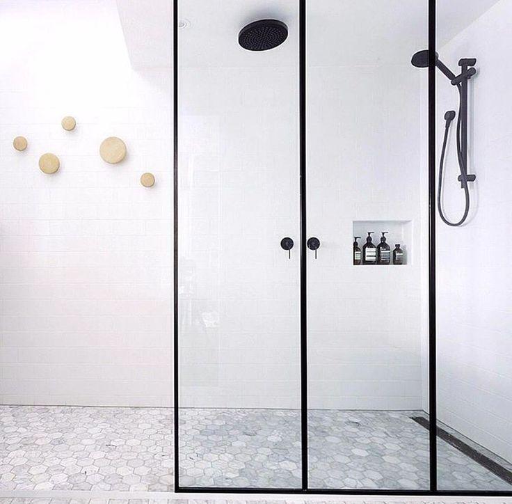 Bathroom. Muuto dots, black hardware, walk in style.