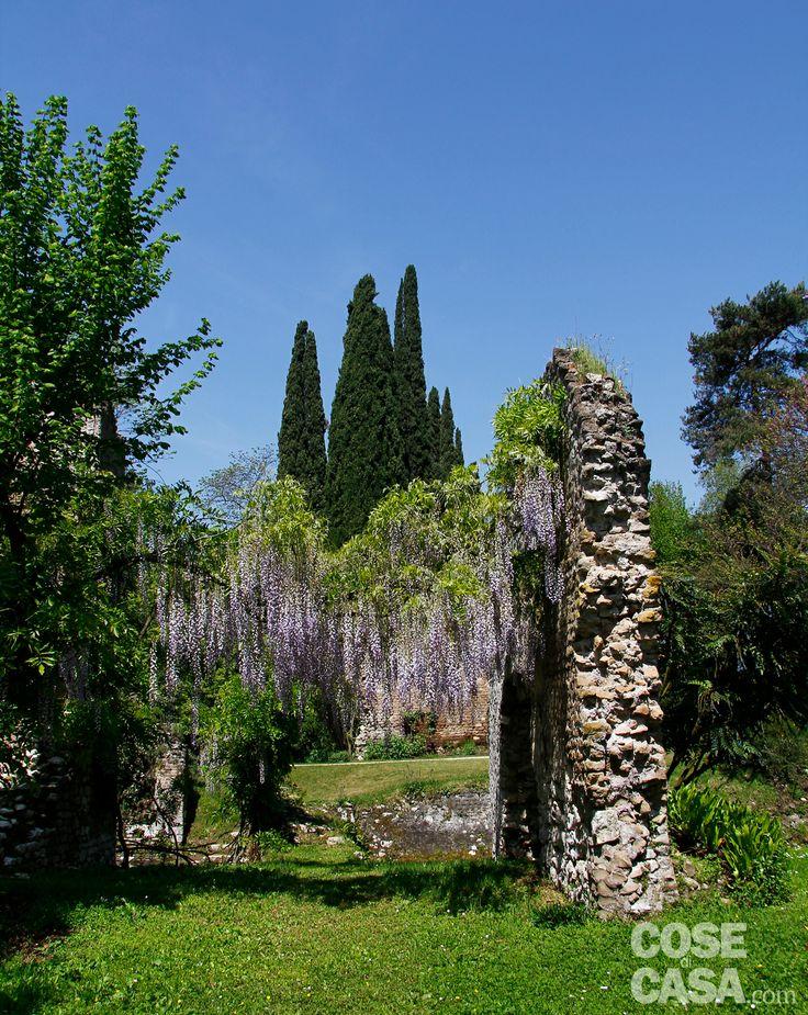 Lauro e Stella Marchetti sono gli appassionati custodi di un simile tesoro ed è sotto la loro presenza costante che opera un gruppo di giardinieri in grado di mantenere il giardino come se ogni giorno fosse quello dell'inaugurazione